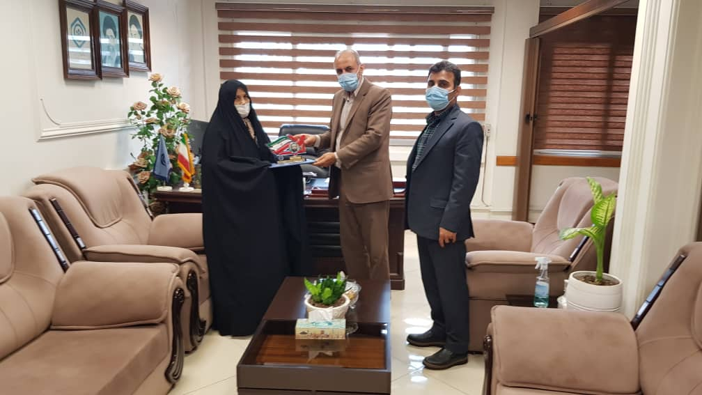 تجلیل از همسر شهید ناصرواحدیان ،شهید همکار سازمان تامین اجتماعی مازندران